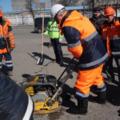 Ружицкий лично начал укладывать асфальт на дорогах района