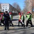 Школьники и инспекторы ГИБДД провели яркую акцию