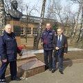 Спасатели Люберец возложили цветы к памятнику основателю НПП «Звезда»
