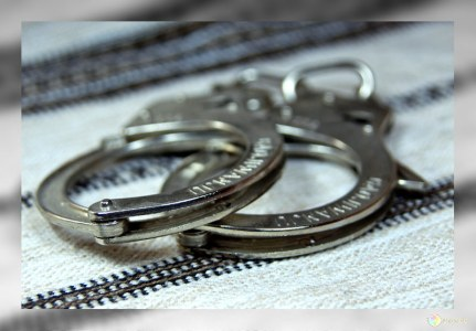 Двое молодых людей задержаны завзлом платежного терминала